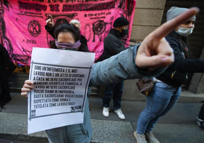 Manifestazione femministe a Milano