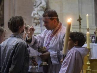 francia messa chiesa apertura