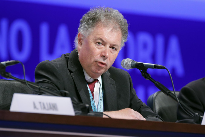 Giorgio Vittadini sul palco del Meeting di Rimini