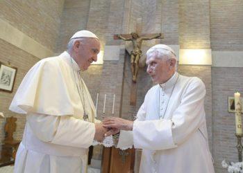 Papa Francesco con il papa emerito Benedetto XVI