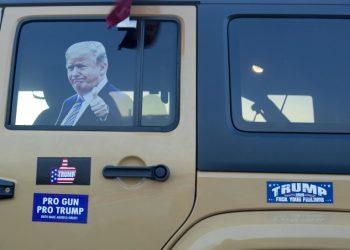 Immagine di Trump sul furgone di un sostenitore