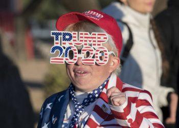Supporter di Donald Trump durante un rally elettorale in Arizona