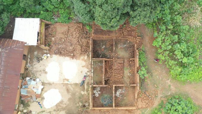 Vista aerea su una casa di Chibob distrutta nell'attacco dei Fulani