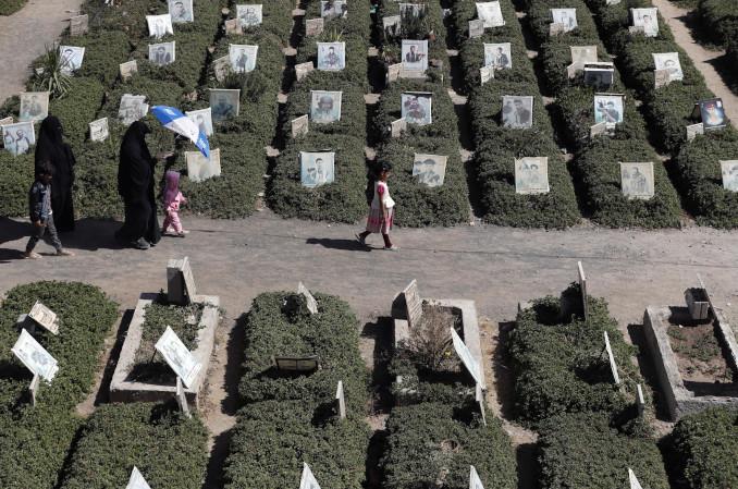 Cimitero delle vittime della guerra civile a Sanaa, capitale dello Yemen
