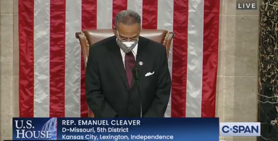 Preghiera si chiude con 'amen' e 'awoman', bufera al Congresso