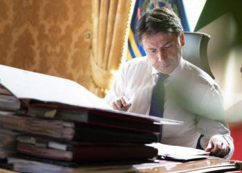 Giuseppe Conte nel suo ufficio a Palazzo Chigi