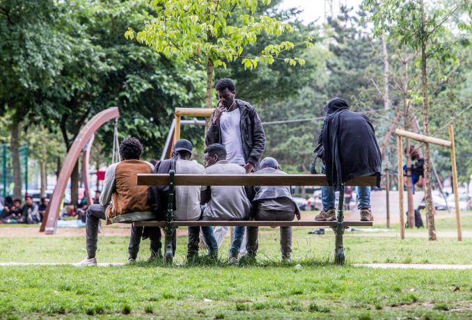 Immigrati in un parco di Bruxelles