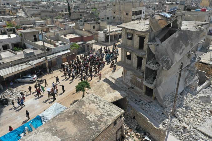 Manifestazione contro la guerra a Maaret al-Naasan, provincia di Idlib, Siria