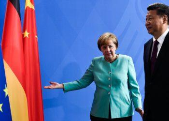 Xi Jinping con Angela Merkel in visita a Berlino