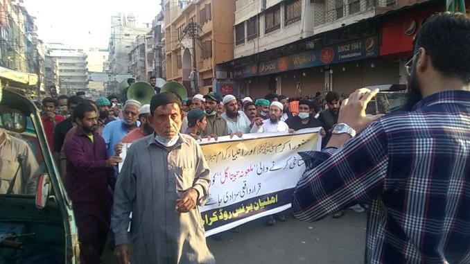 Manifestazione a Karachi per chiedere la condanna a morte di Tabita Gill, infermiera cristiana accusata falsamente di blasfemia