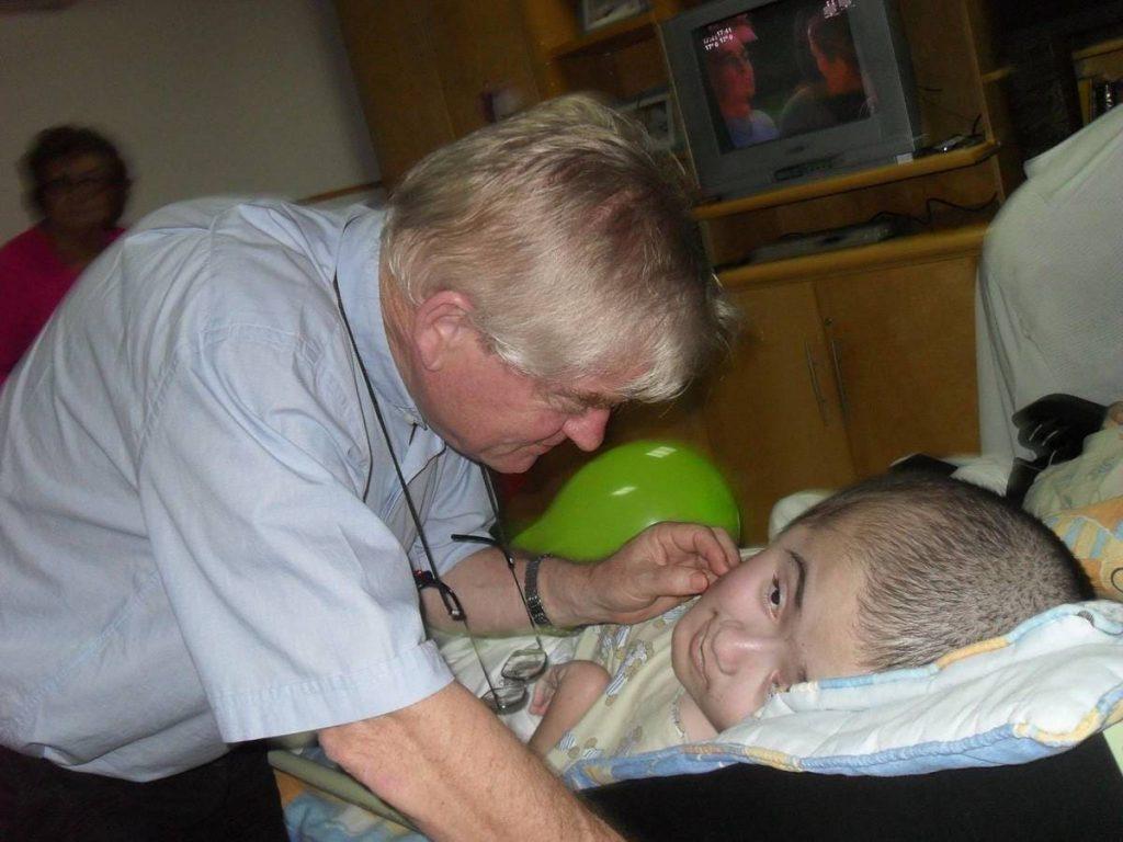 padre Aldo Trento nella sua clinica ad Asuncion in Paraguay
