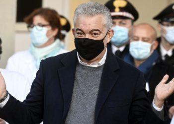Domenico Arcuri con la mascherina anti Covid-19