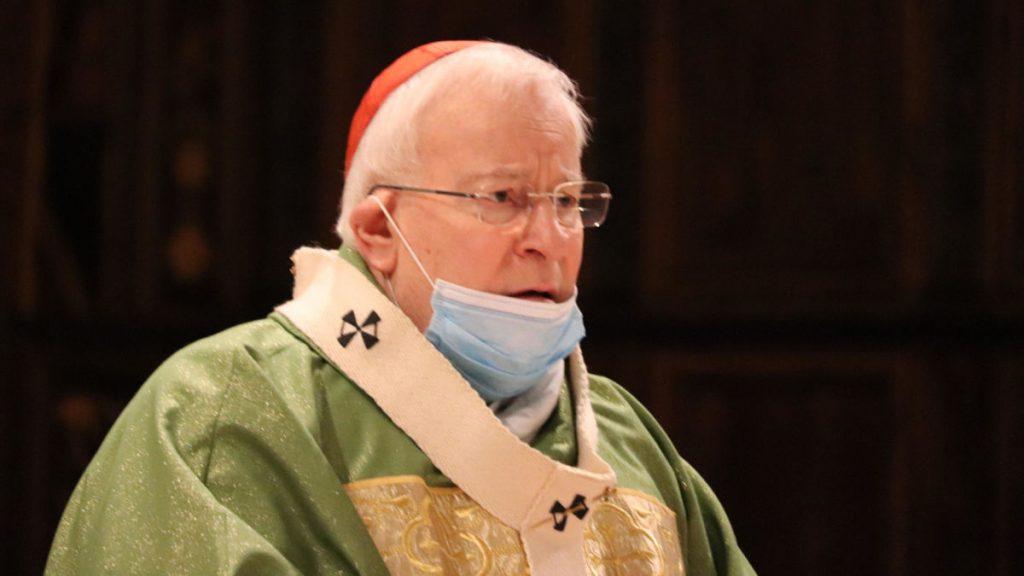Gualtiero Bassetti durante la celebrazione di una Messa