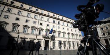 Telecamera davanti a Palazzo Chigi