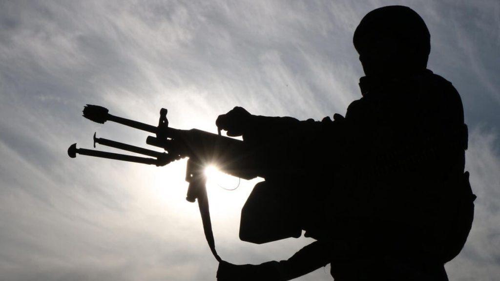 Un soldato americano di pattuglia in Afghanistan