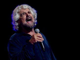 Beppe Grillo durante uno spettacolo