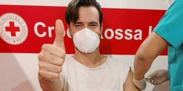 Vip e Covid, Giulio Berruti vaccinato con AstraZeneca