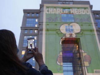 Francia, secondo l'intelligence Leila voleva colpire una chiesa di Montpellier, sui cui palazzi erano state proiettate le vignette di Charlie Hebdo in omaggio a Samuel Paty