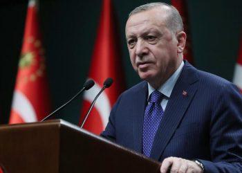 Il presidente Recep Tayyip Erdogan parla ai media in Turchia