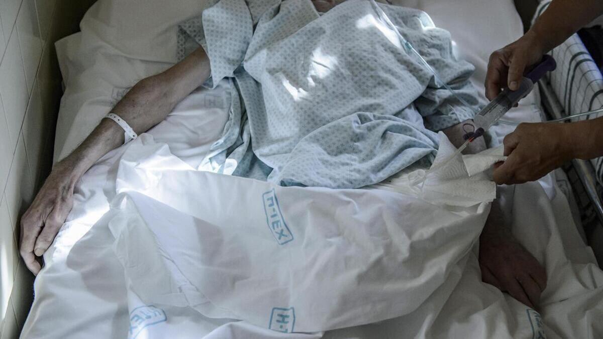 Un uomo in Ungheria viene curato con le cure palliative, alternativa all'eutanasia
