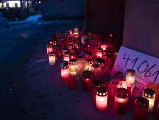 Candele accese a Berlino per le vittime del Covid-19