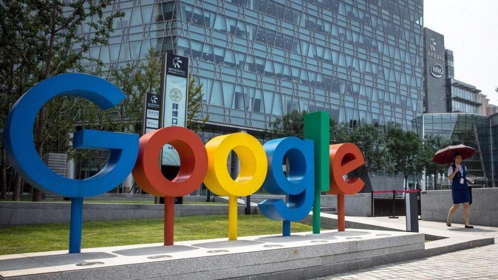 Il logo davanti alla sede principale di Google nella Silicon Valley