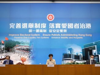 Carrie Lam presenta a Hong Kong i nuovi regolamenti e reati riguardanti la legge elettorale