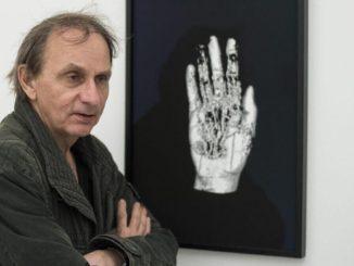 Lo scrittore e intellettuale ateo Michel Houellebecq si è schierato contro l'eutanasia in Francia