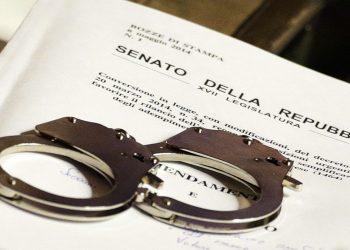 Manette in Senato tra gli scranni del M5s