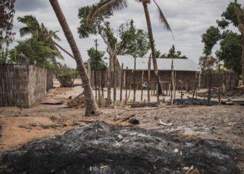 Una città del Mozambico distrutta dalla branca locale dell'Isis (Iscap)