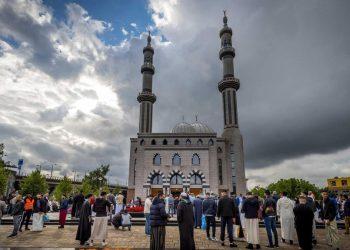 Musulmani a Rotterdam, Olanda, celebrano l'Eid, una delle feste più importanti dell'islam