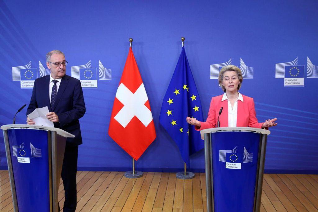 Il presidente della Svizzera Guy Parmelin con il presidente della Commissione europea Ursula Von der Leyen