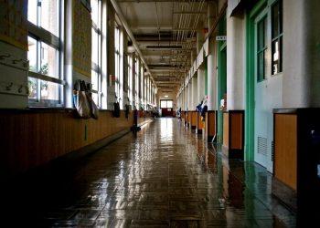 scuola, corridoio vuoto