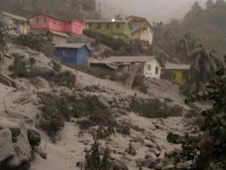 La cenere del vulcano La Soufrière ricopre l'isola di St Vincent