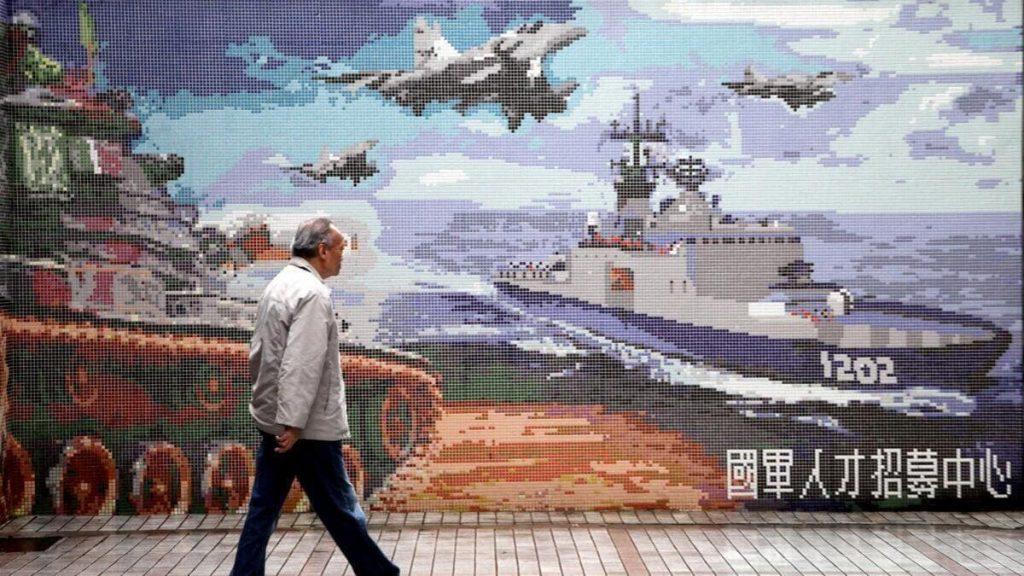 Un murales ritrae l'ipotetica invasione cinese di Taiwan