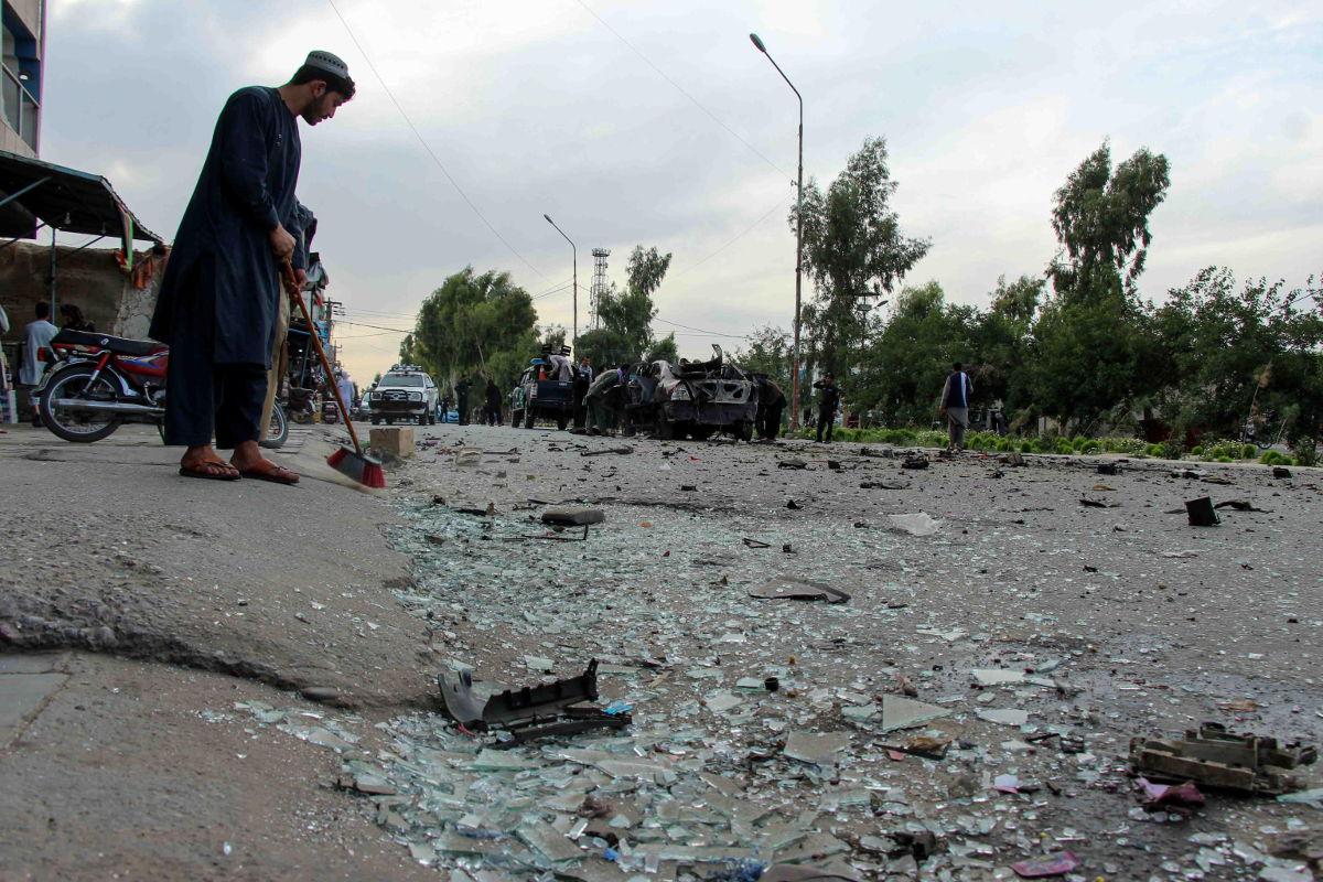Rottami sulla scena di un attentato terroristico a Kandahar, Afghanistan