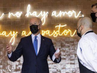 Biden in visita a un ristorante di New York