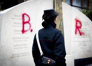 Brigate rosse, imbrattato monumento Aldo Moro in via Fani