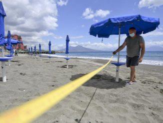 Covid, le spiagge si attrezzano per la riapertura