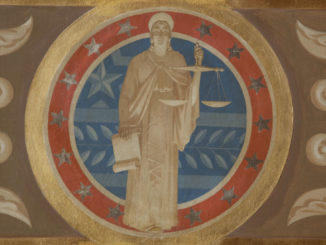 La dea giustizia in un affresco sulla parete di un tribunale