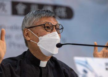 La prima conferenza stampa del nuovo vescovo di Hong Kong, il gesuita Stephen Chow