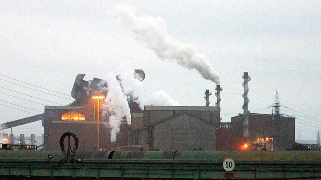 Un'immagine dell'ex Ilva, l'acciaieria di Taranto ora in mano ad Arcelor Mittal