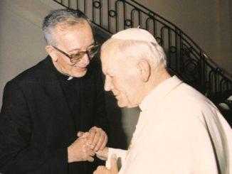 Don Frnacesco Ricci con Giovanni Paolo II