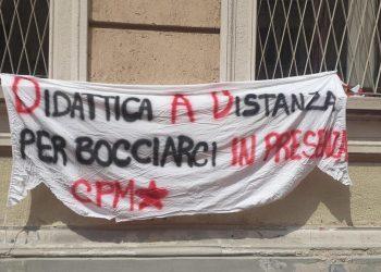 Scuola, troppe verifiche dopo la Dad, gli studenti occpano il liceo Manzoni di Milano
