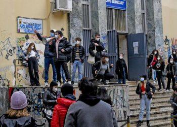 Scuola, il rientro a singhiozzo degli studenti di Napoli
