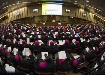 Sinodo. papa Francesco insieme ai vescovi