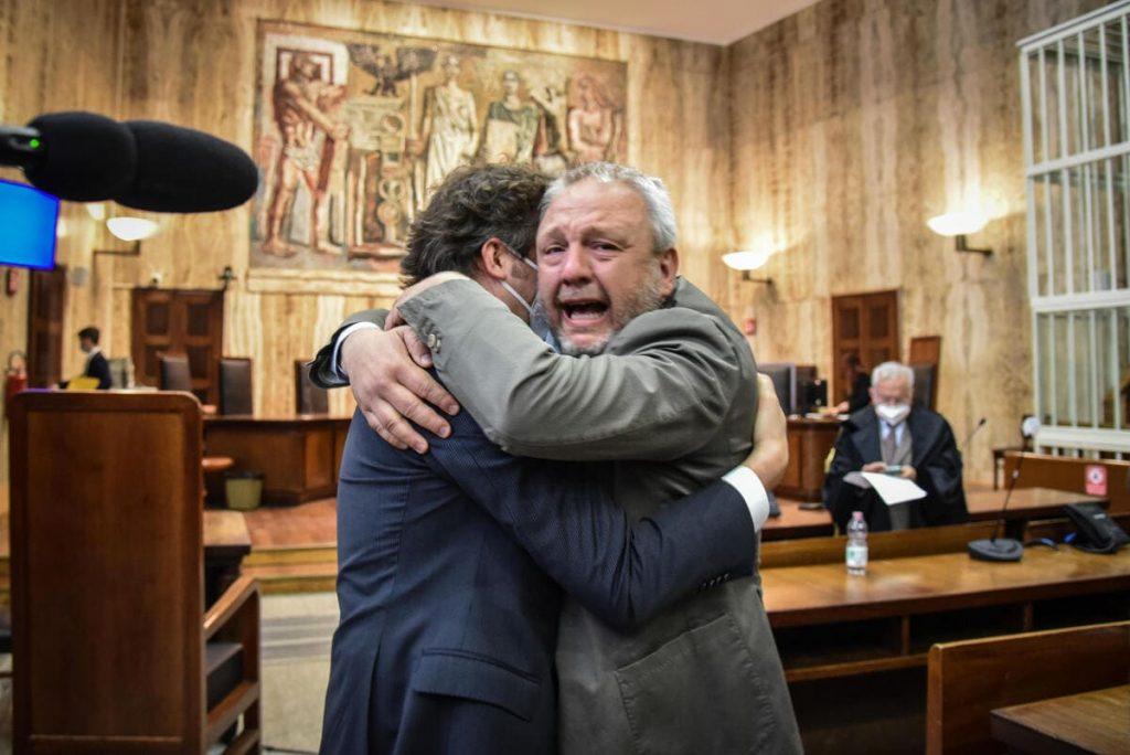 """L'ex sindaco di Lodi Simone Uggetti assolto in appello per il """"caso piscine"""" ascolta la sentenza a Milano, 25 Maggio 2021"""