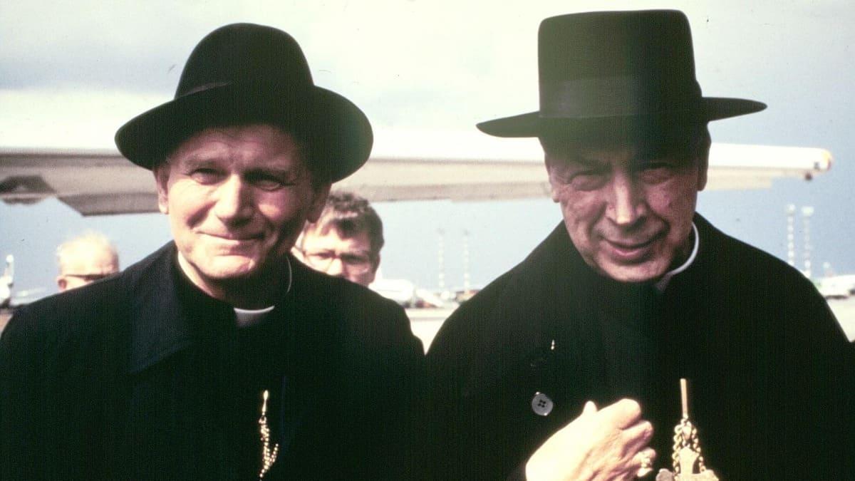 Il cardinale polacco Stefan Wyszyński insieme a Karol Wojtyla, che diventerà Giovanni Paolo II