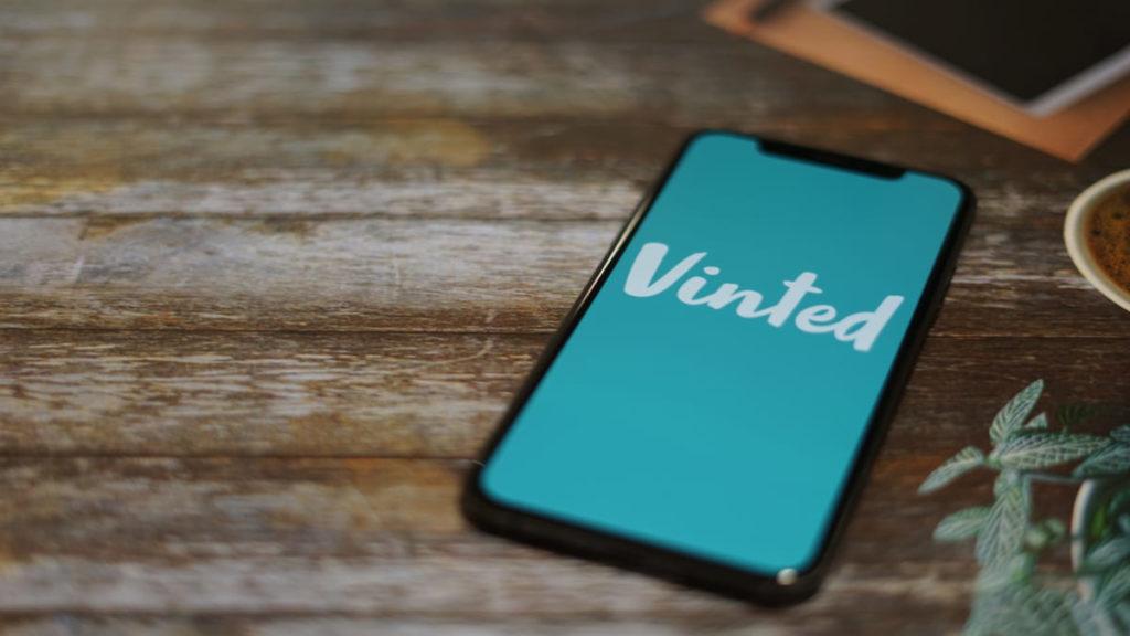 Una pubblicità dell'app per vendere abiti usati Vinted