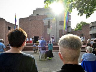 Rito per la benedizione delle coppie gay celebrato da un prete cattolico in Germania